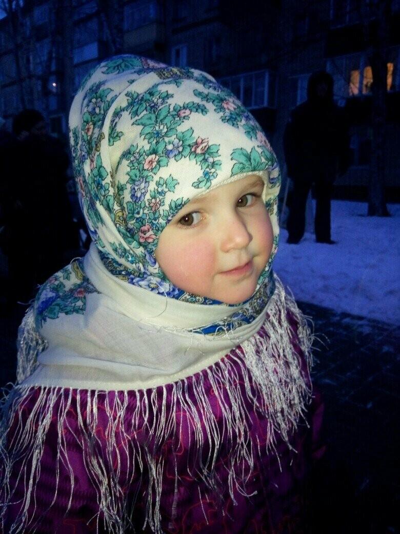 В павловопосадских платках малышам и тепло, и красиво