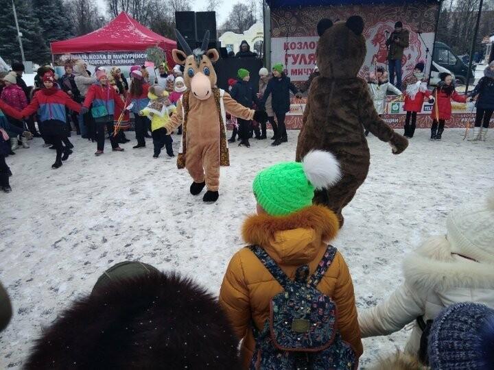 Шествие возглавил символ фестиваля - козел Добряк
