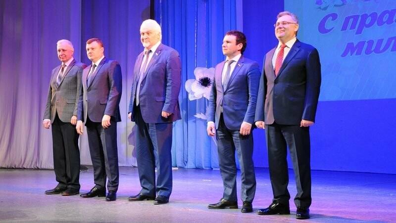 Президент поздравил тамбовчанок с 8 Марта, фото-1