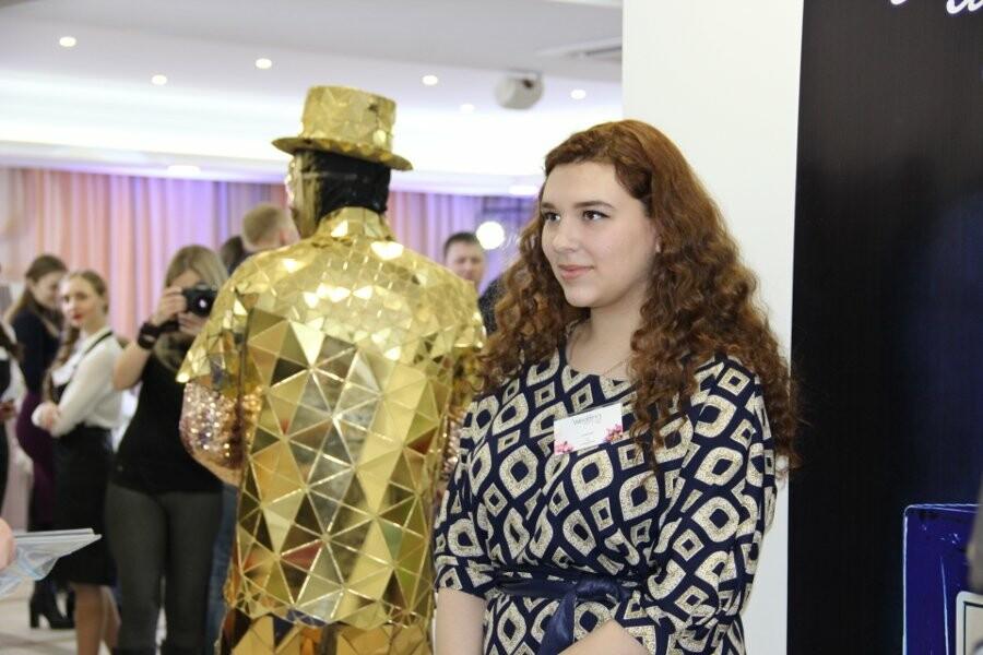 Гостей выставки развлекали яркие персонажи в необычных костюмах