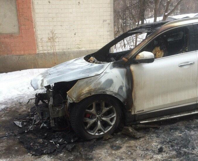 В центре Тамбова сгорела иномарка, фото-2, Фото: Никита Боков