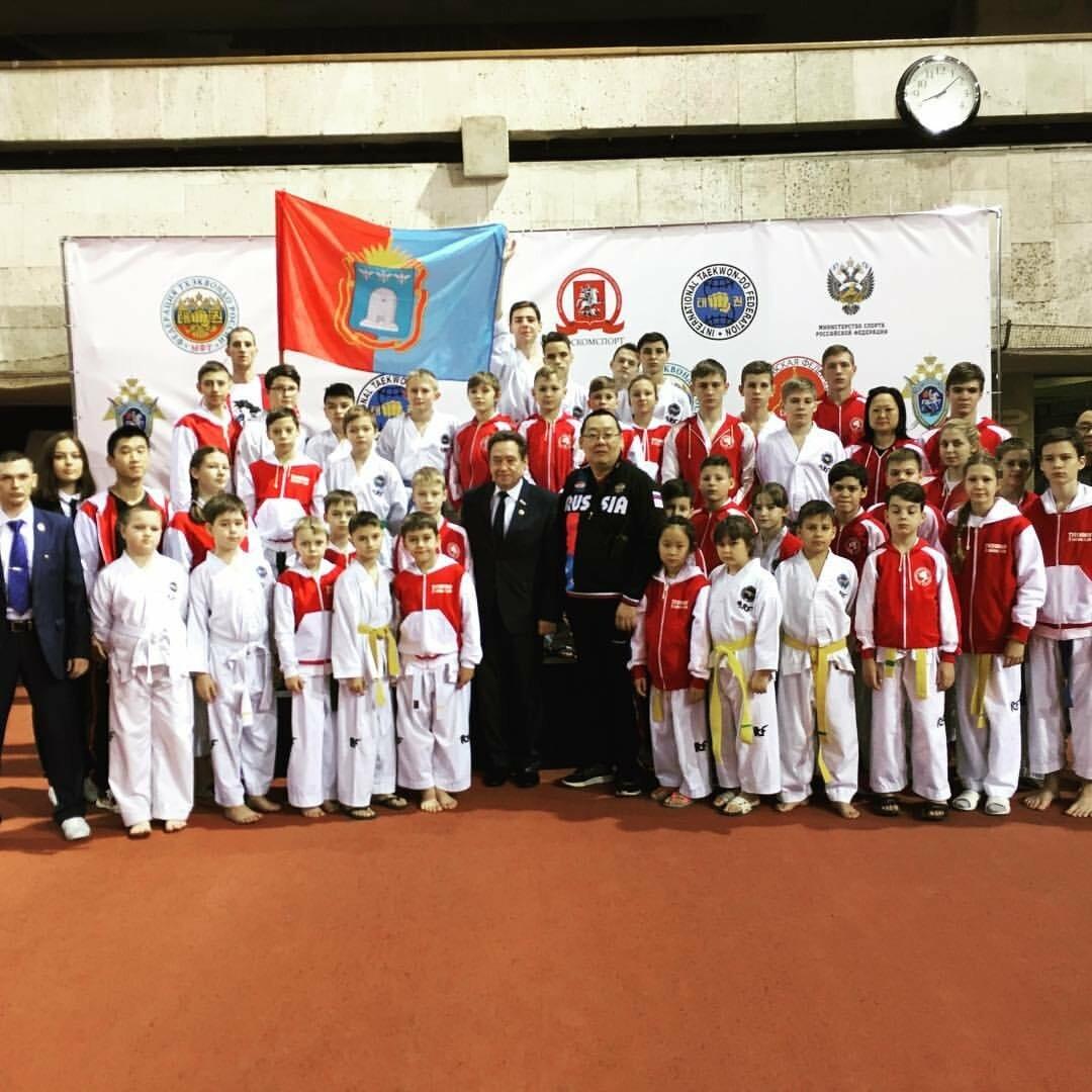 Андрей Ким со своими воспитанниками, Фото: Федерация тхэквондо Тамбовской области