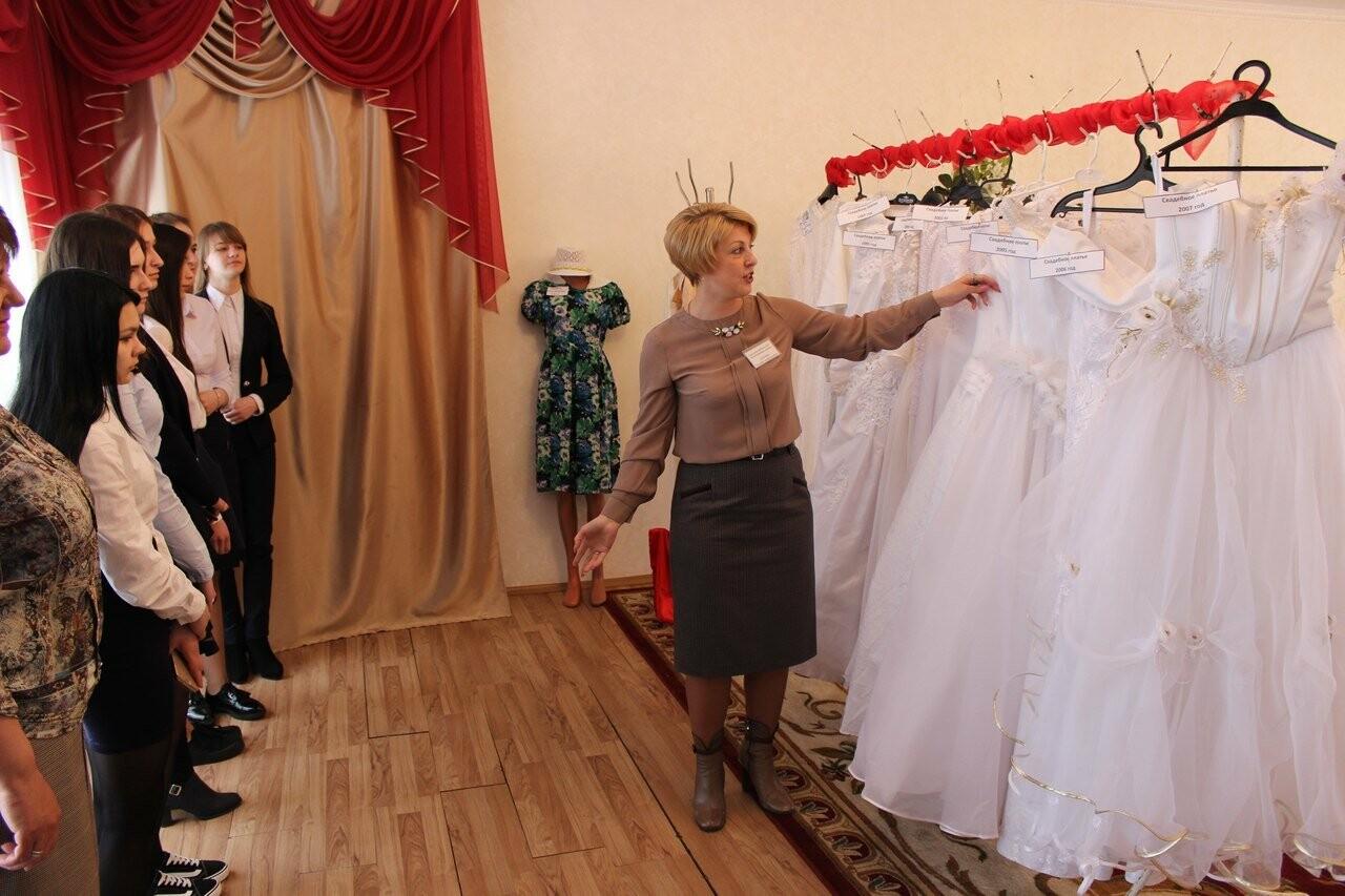 Тамбовчанам показали свадебные платья «сталинских» времен, фото-1