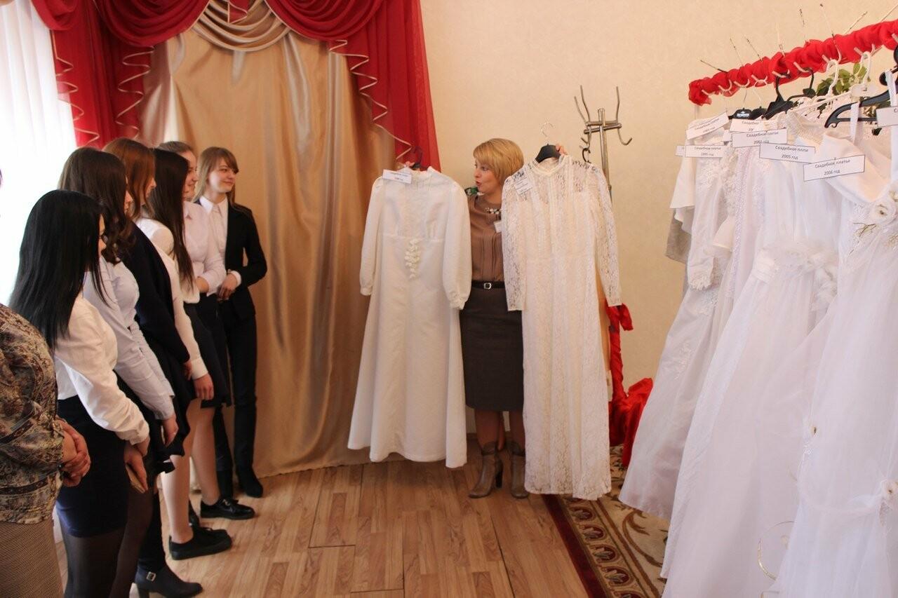 Тамбовчанам показали свадебные платья «сталинских» времен, фото-3