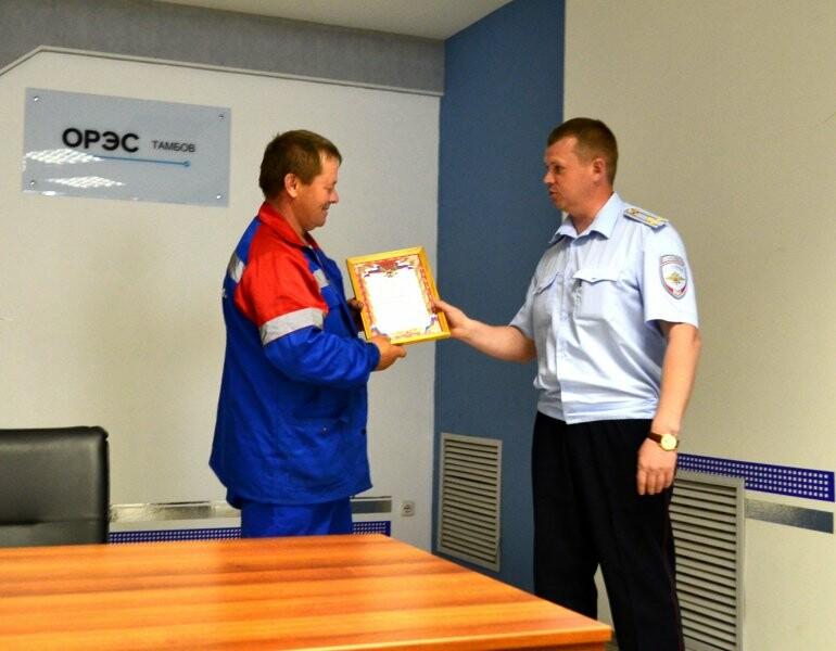 В Тамбове наградили экскаваторщика, который помог спасти человека, фото-1