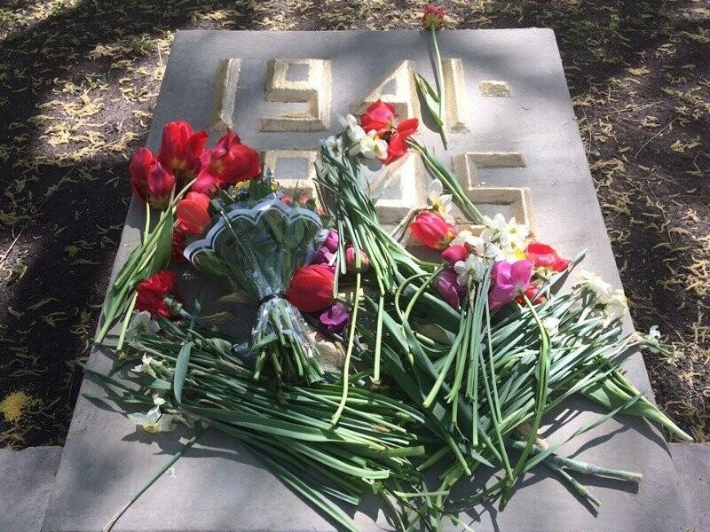 В Тамбове возложили венки на Воздвиженском кладбище, фото-8