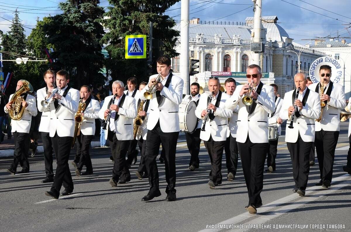 День города в Тамбове — 2018: парад духовых оркестров, выставка ретро-автомобилей, «Барбекю-фест» и салют, фото-1