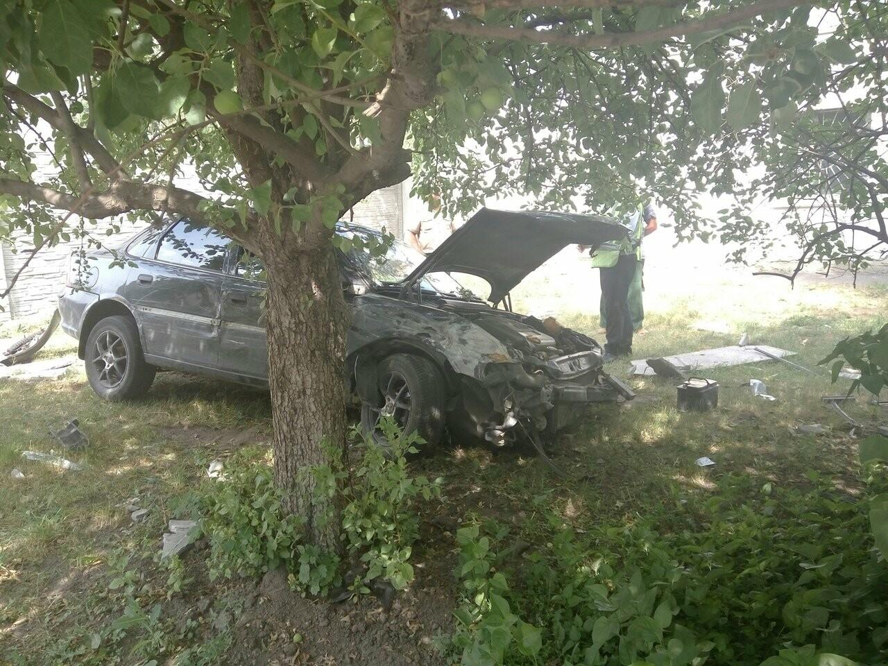 В Тамбове на улице Бориса Васильева «Опель» пробил бетонную стену , фото-1