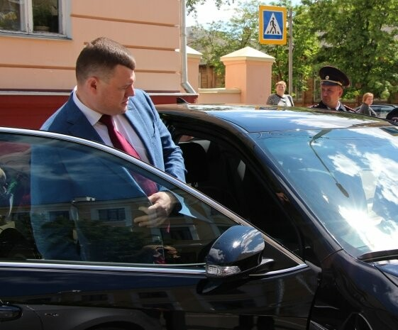 Тамбовские чиновники не намерены отказываться от дорогих авто, фото-1