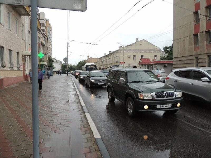 В центре Тамбова Priora вылетела на тротуар, фото-2