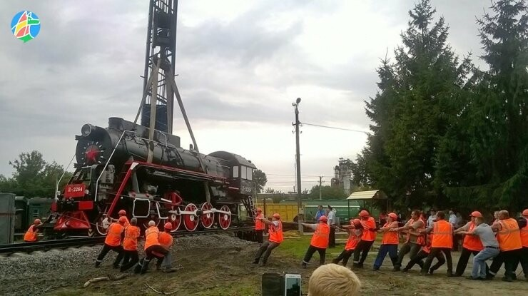 В Моршанске установили памятник паровозу, фото-1