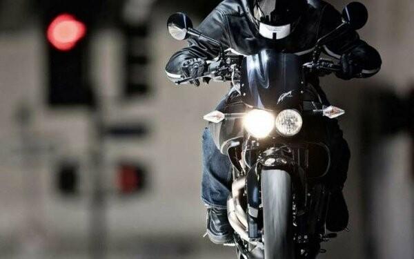 На Магистральной мотоцикл сбил двух девочек-подростков, фото-1