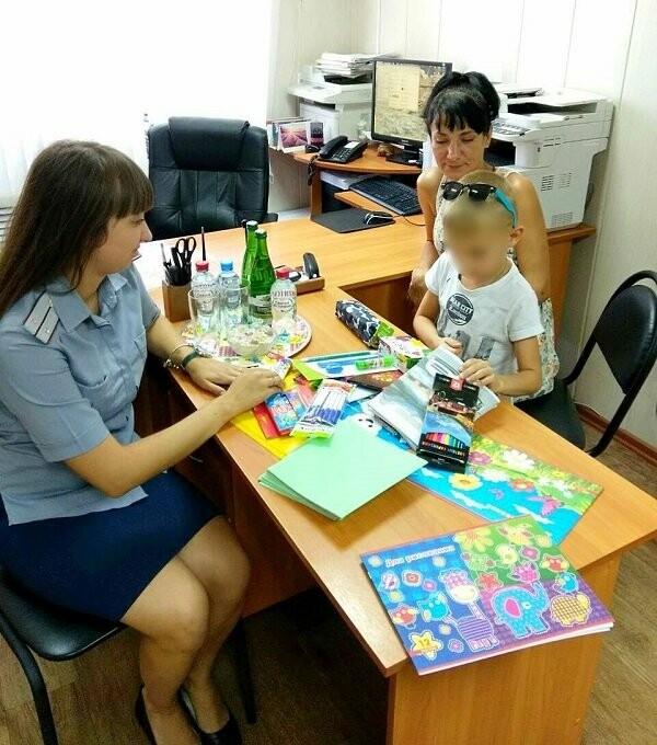 Тамбовские УФСИНовцы помогли осужденной собрать ребенка в школу, фото-1