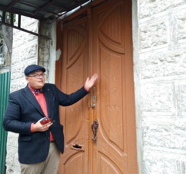 Олег Карнаухов на экскурсии по тамбовскому модерну