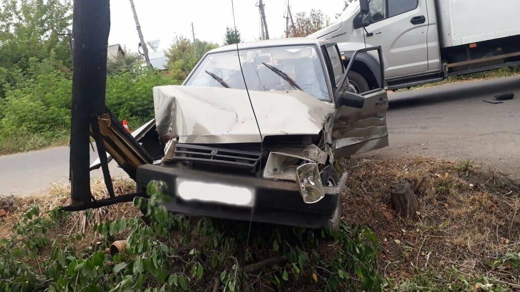 В Мичуринске «девяносто девятая» врезалась в грузовик-рефрижератор, фото-1