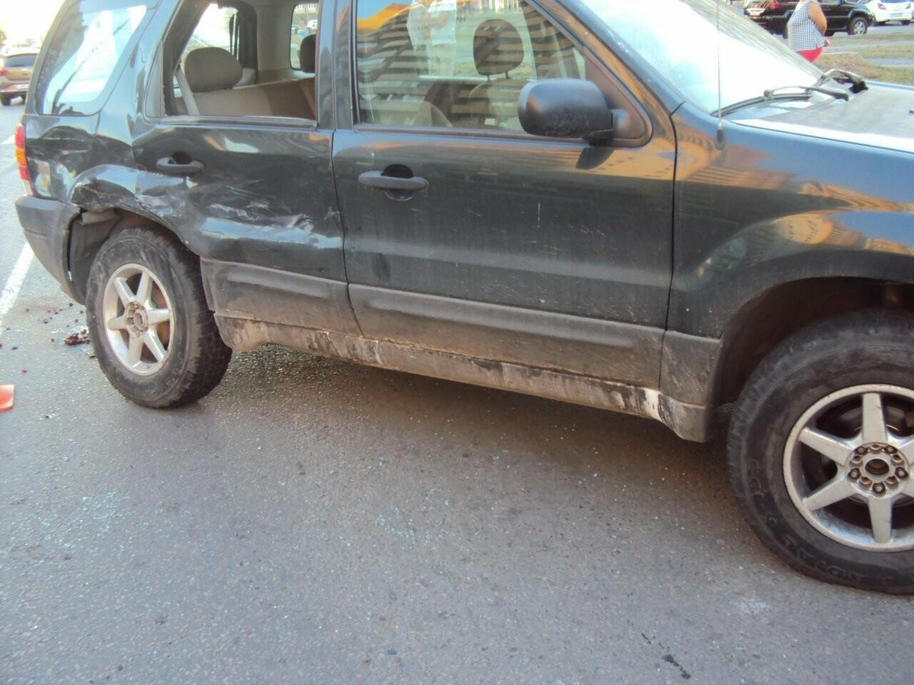В Тамбове «Лексус» врезался в «Форд»: 6-летняя девочка в больнице, фото-1