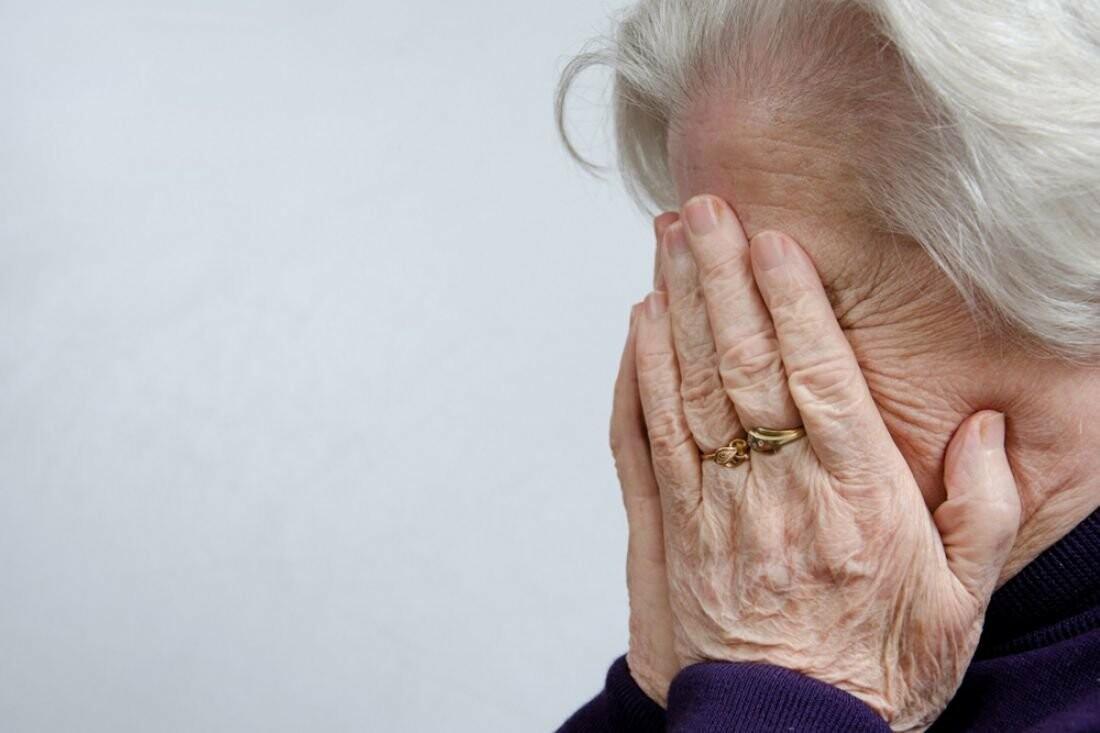 На Тамбовщине неадекватный парень порезал ножом свою бабушку, фото-1