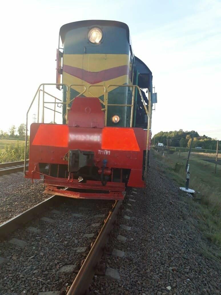В Тамбовской области на ж/д переезде столкнулись легковушка и локомотив, фото-1