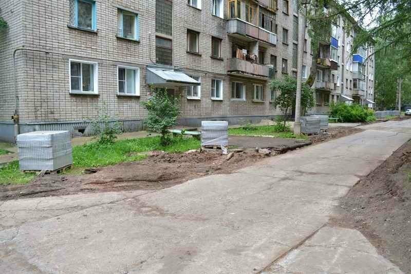 Тамбовчанин похитил бордюры из собственного двора, где ведется ремонт, фото-1