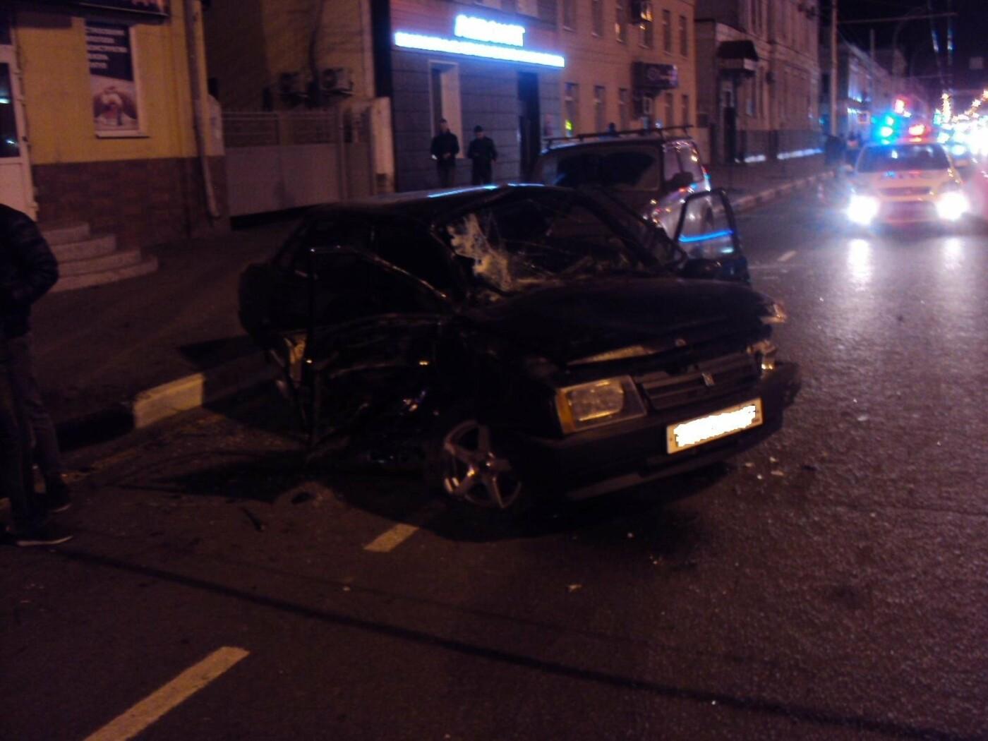 В центре Тамбова столкнулись три автомобиля, фото-1