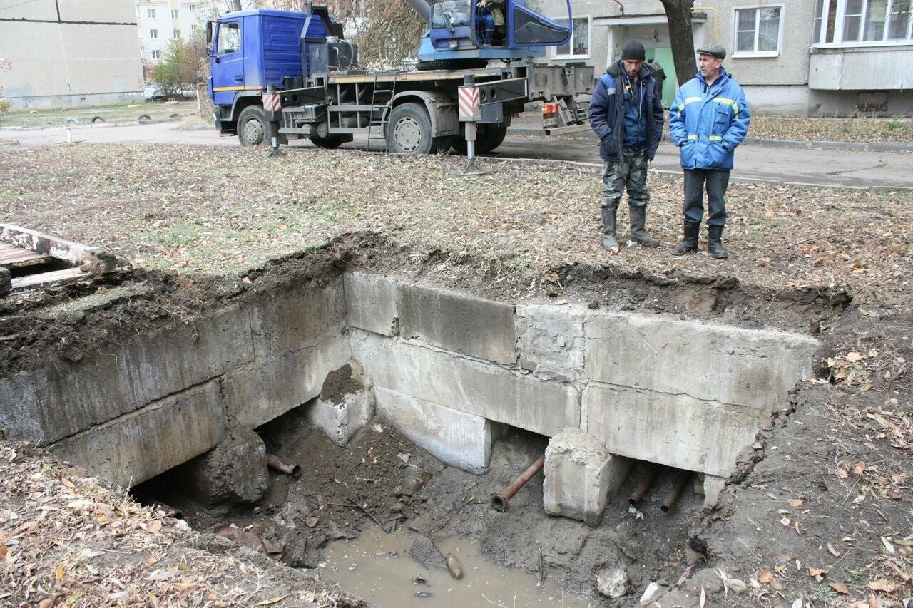 Во дворе на севере Тамбова наконец-то закопали брошенную тепловую камеру , фото-2