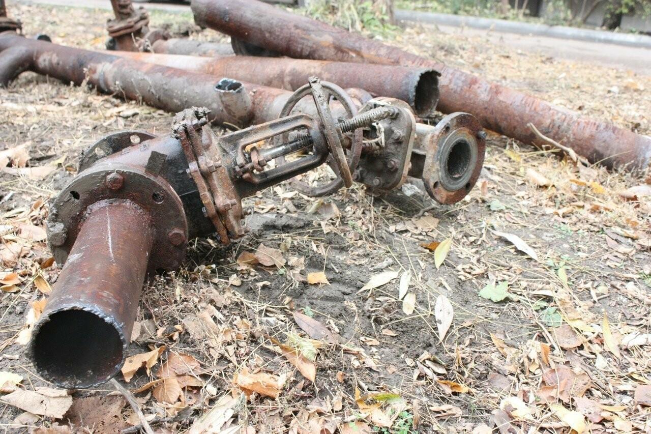 Во дворе на севере Тамбова наконец-то закопали брошенную тепловую камеру , фото-5
