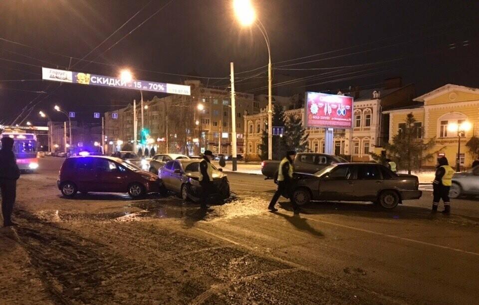 6 декабря на Интернациональной в Тамбове произошло массовое ДТП, фото-1