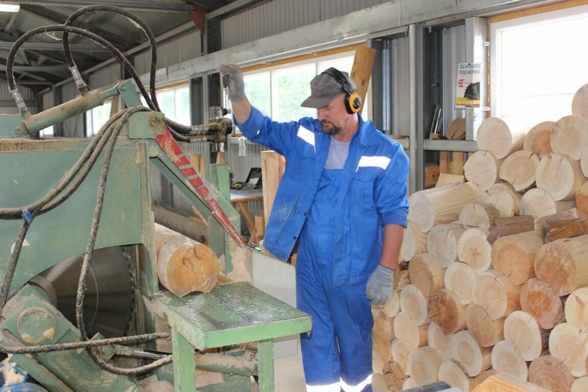 фото глубокая риска в деревообработке очень