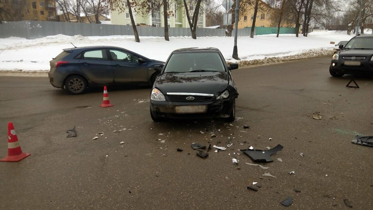 В Тамбове при столкновении «Лады» и «Фольксвагена» пострадала девушка, фото-2