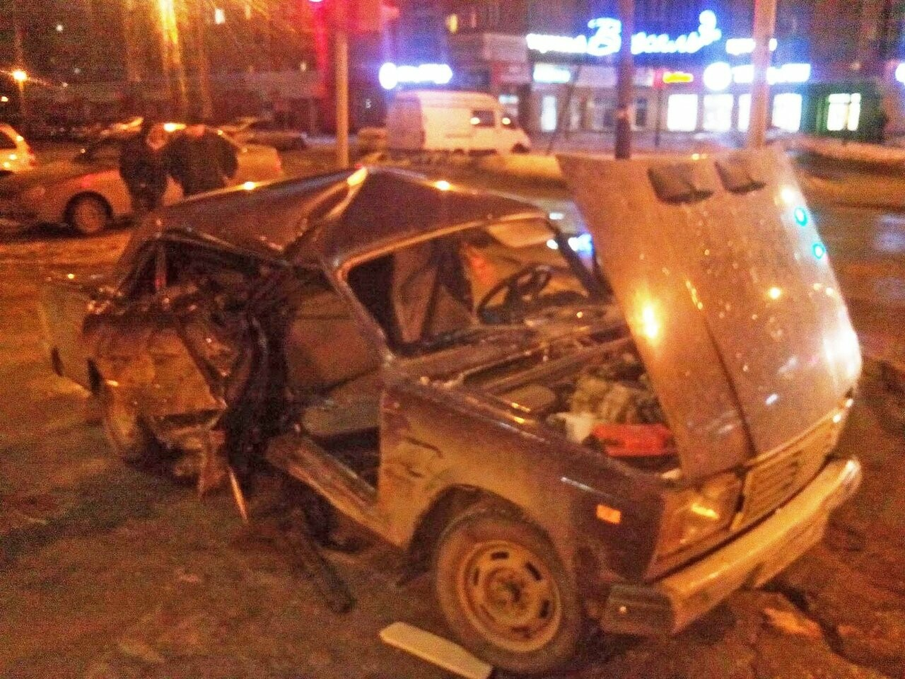 В Тамбове на улице Советской «семерка» врезалась в «Приору»: пострадали трое, фото-1