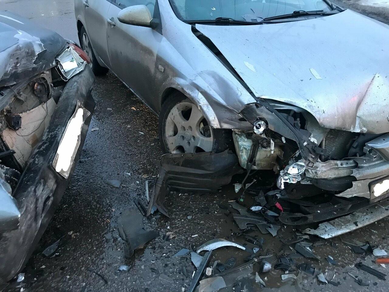 В Тамбове при столкновении «девятки» и «Ниссана» пострадали двое детей, фото-1