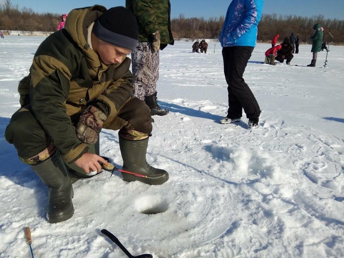 Ни хвоста, ни чешуи: в Тамбове провели детские соревнования по зимней рыбалке, фото-6