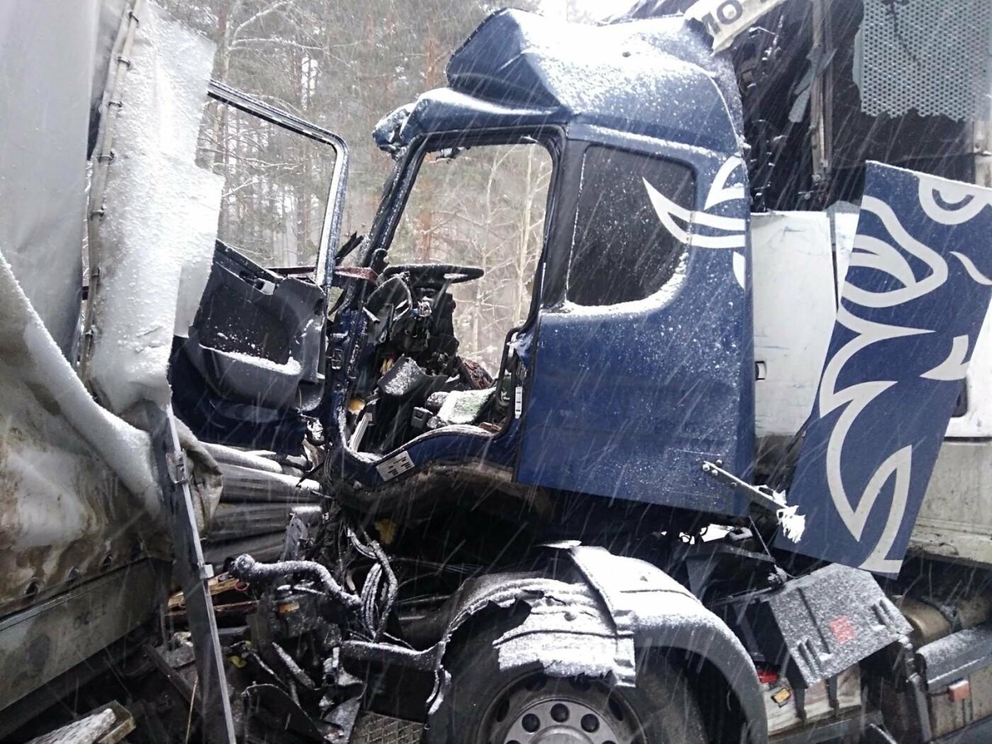 На Северном обходе Тамбова столкнулись две фуры: водители госпитализированы, фото-1