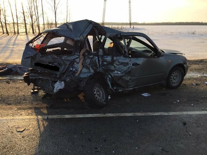 На трассе «Воронеж-Тамбов» при столкновении «ГАЗели» и «Лады» погибли двое, фото-1