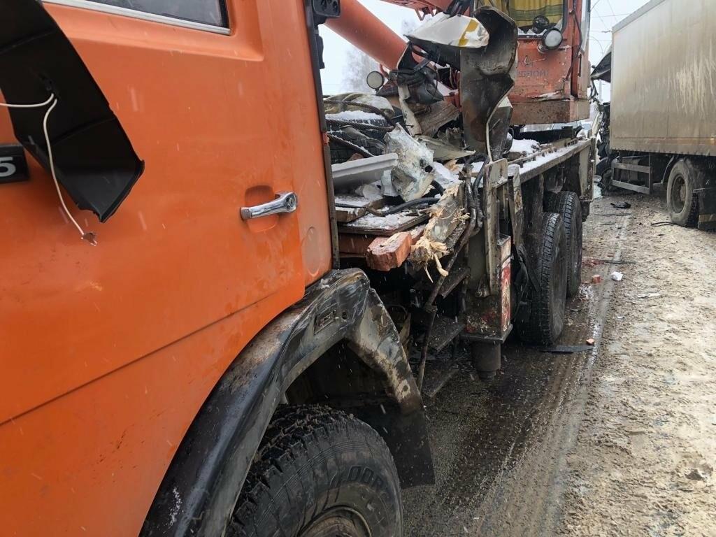 В Тамбове сегодня утром грузовик врезался в автокран, фото-4