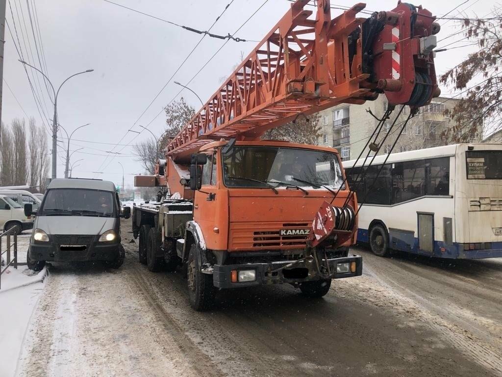 В Тамбове сегодня утром грузовик врезался в автокран, фото-8