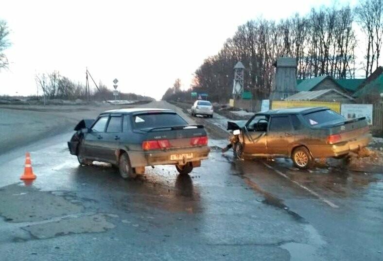 В Мичуринском районе при столкновении двух легковушек пострадали два человека, фото-1