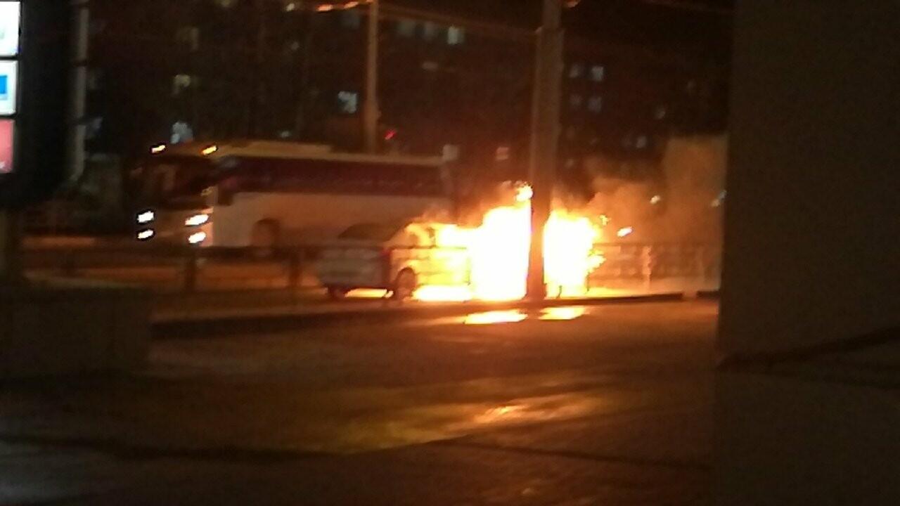 В центре Тамбова на проезжей части загорелось такси, фото-1