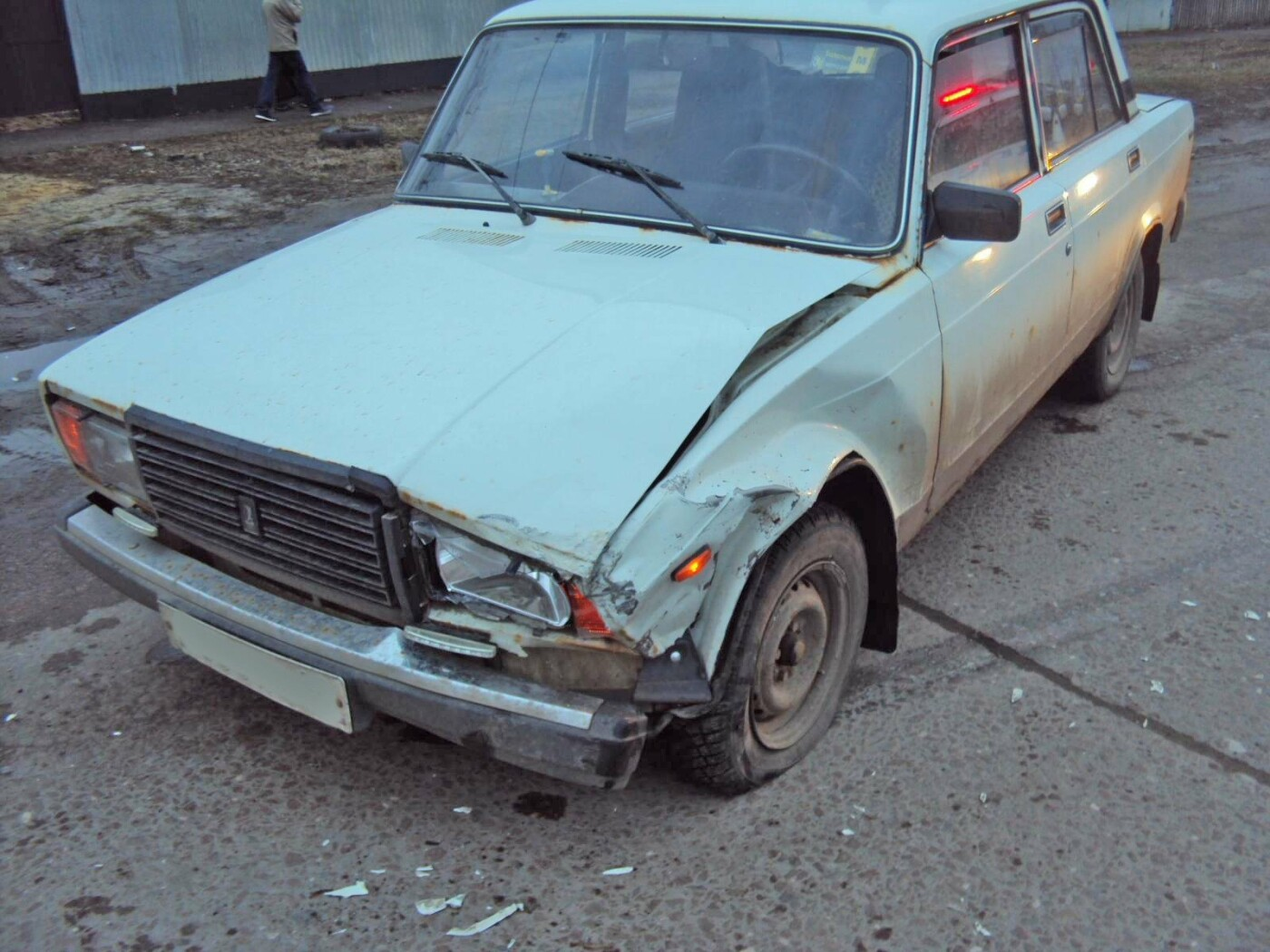 В Тамбове таксист при выезде с парковки врезался в «семерку», фото-1