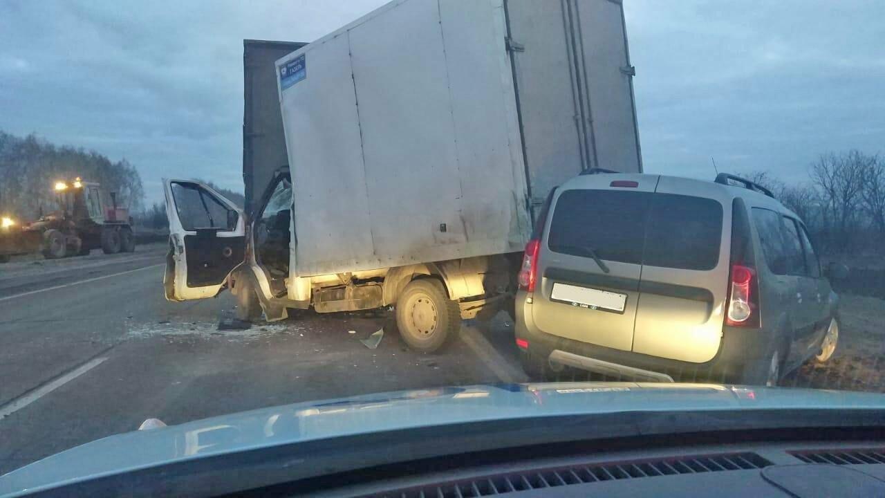 В Тамбовской области в тройном ДТП два человека получили тяжелые травмы, фото-1