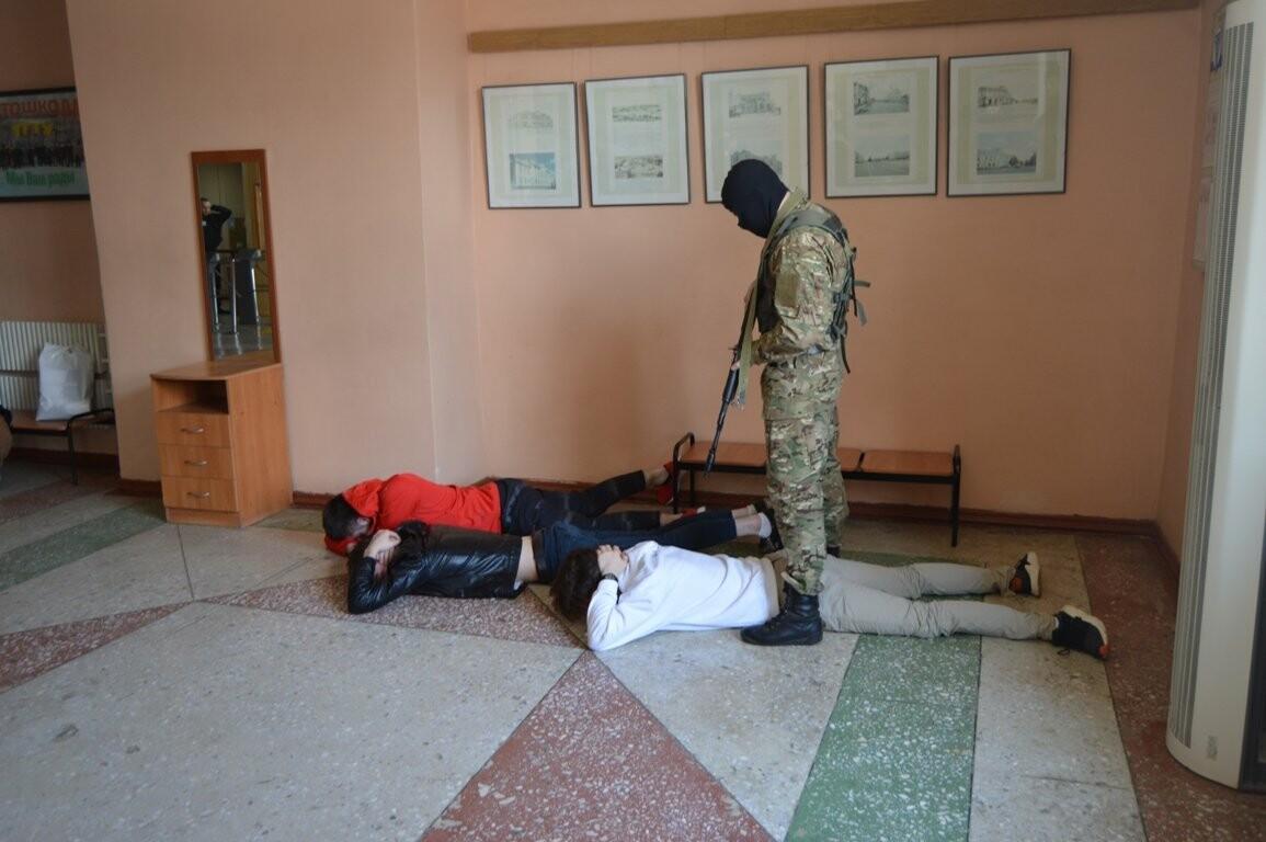 Террористы захватили один из корпусов ТГТУ. В заложниках студенты и преподаватели, фото-1