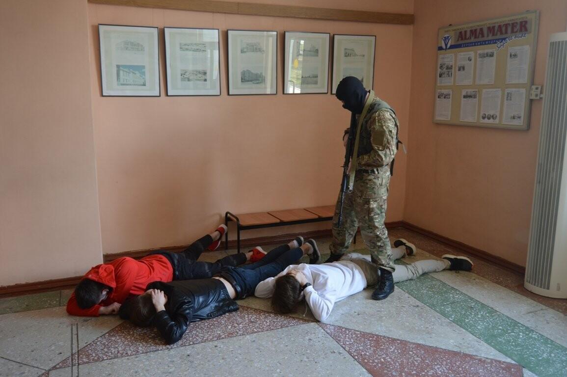 Террористы захватили один из корпусов ТГТУ. В заложниках студенты и преподаватели, фото-2
