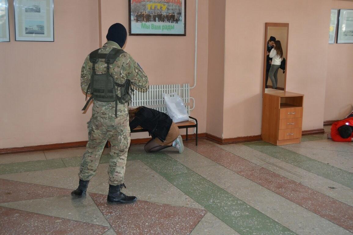 Террористы захватили один из корпусов ТГТУ. В заложниках студенты и преподаватели, фото-3