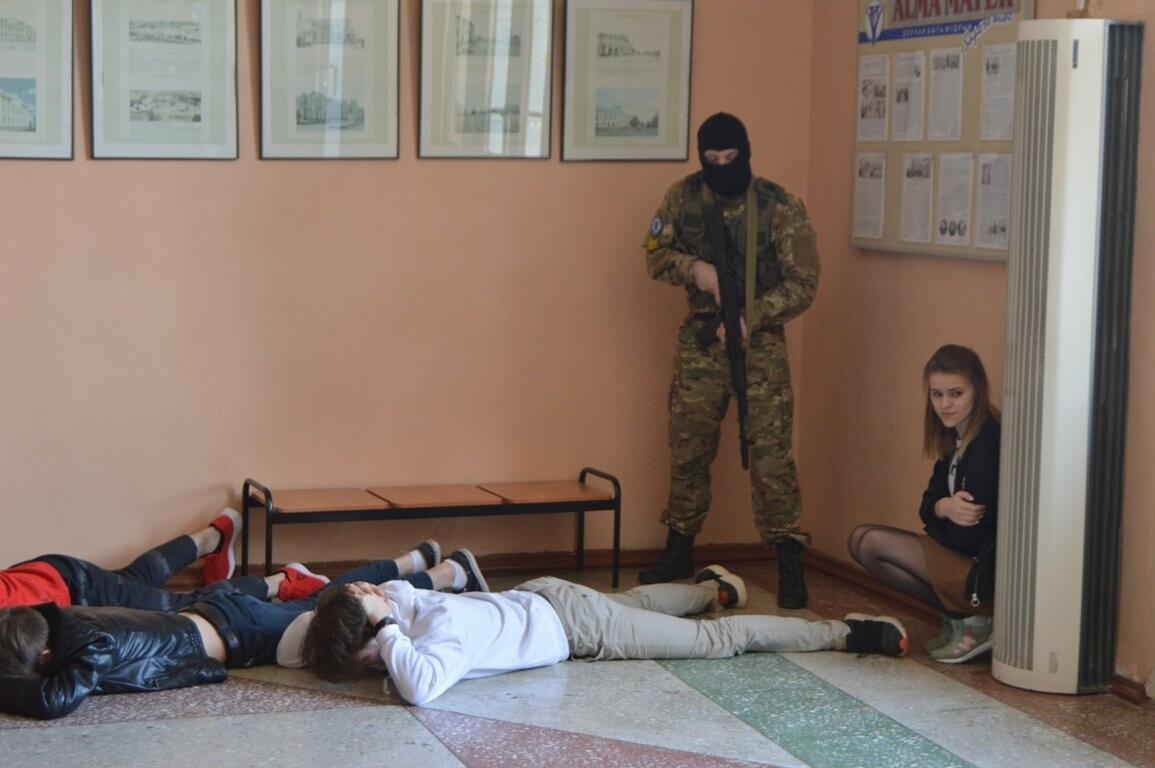 Террористы захватили один из корпусов ТГТУ. В заложниках студенты и преподаватели, фото-4