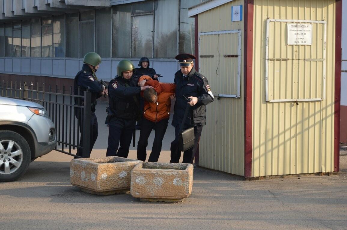Террористы захватили один из корпусов ТГТУ. В заложниках студенты и преподаватели, фото-7