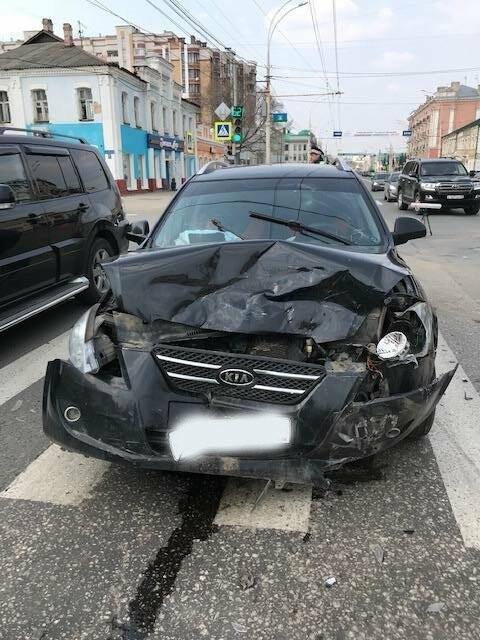 В центре Тамбова при столкновении двух иномарок пострадали четверо, фото-1