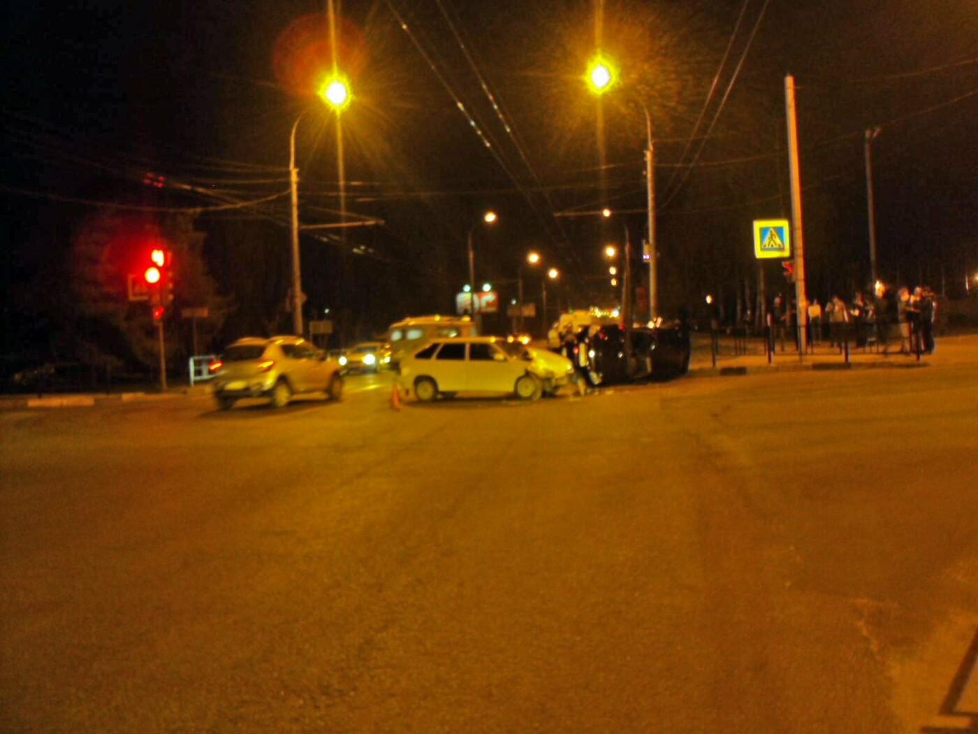 В Тамбове на улице Карла Маркса при столкновении двух легковушек пострадал человек, фото-3