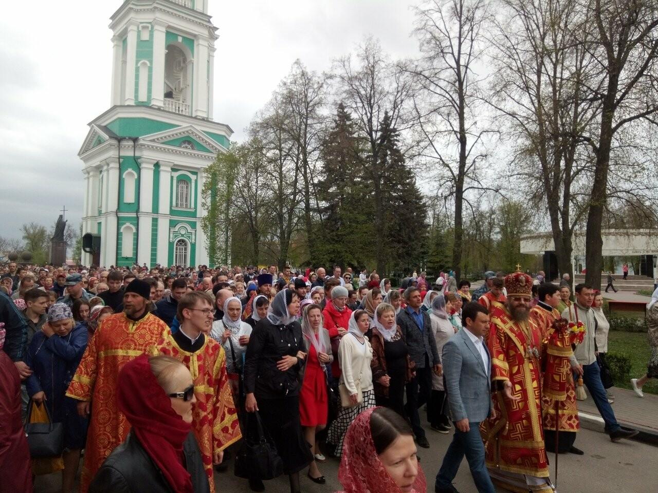 Тамбовские верующие совершили пасхальный крестный ход по улицам Тамбова, фото-6