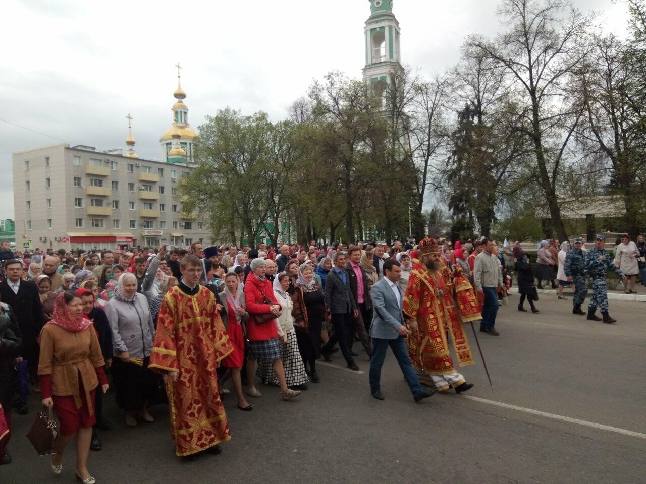 Тамбовские верующие совершили пасхальный крестный ход по улицам Тамбова, фото-1