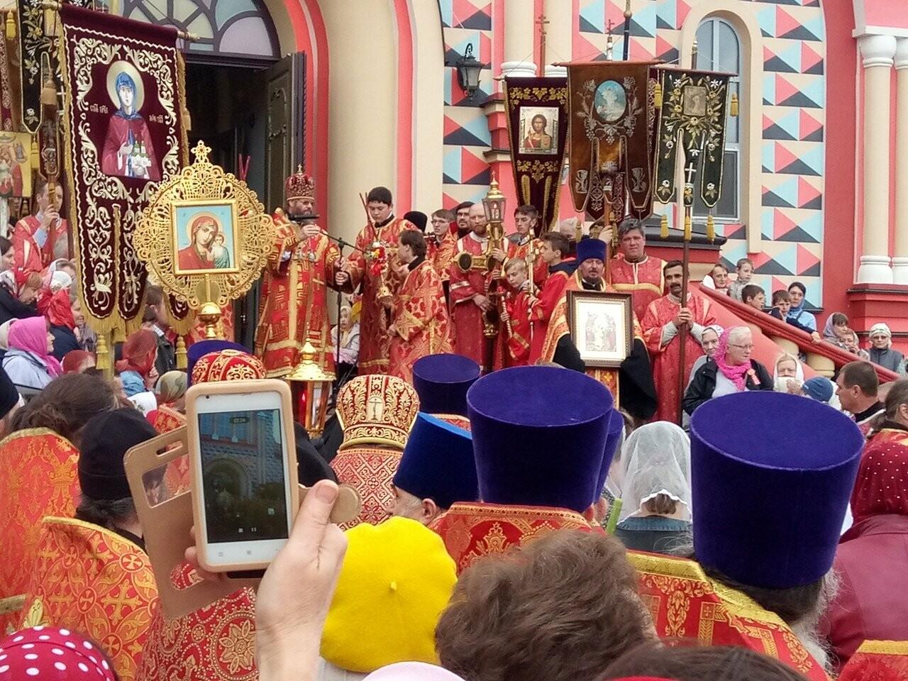 Тамбовские верующие совершили пасхальный крестный ход по улицам Тамбова, фото-11